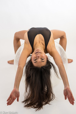 Nude Workout. See https://www.etsy.com/shop/JoyceByZen or http://bentbox.co/joycebyzen
