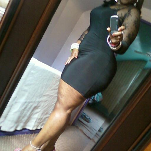 classycurvybeautiful:  phatnfyne.com/  @flygirlkhi #bigbutt