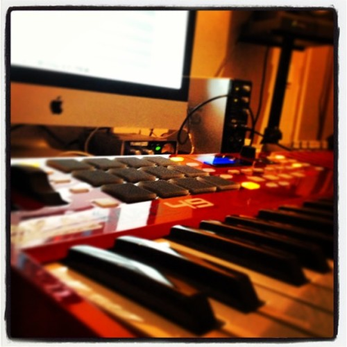 #akai#max49#apple#new#toy#ig#igers#studio#time#keyboard#midi#controller#picoftheday#photooftheday#jj#music#lover#hiphop#beats#production#sweden#another#lovely#day