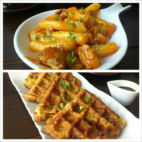 Seafood waffle and chicken tteok bokki at Daimso with @lily_nguyen