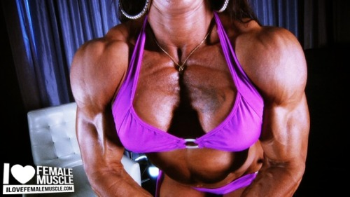 Videos of Ripped Female Bodybuilder Carla Rossi on I Love Female Muscle!