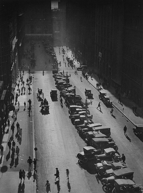 Harold Cazneaux The Canyon, Martin Place, 1925 Thanks to undr