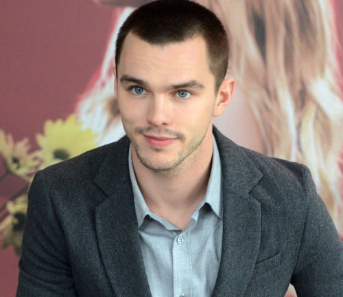 Nicholas Hoult: 5 Reasons He's NOT the Next Robert Pattinson (HIT: HE'S DEBATABLY BETTER!)