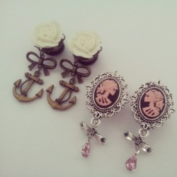 More custom plugs #glamsquared #custom_orders #cameo_plugs #dangle_plugs #skulls #anchors