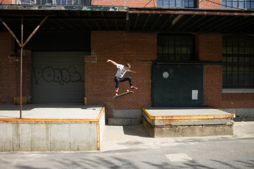dannyxdiamonds:  Pat McNelley - Kickflip