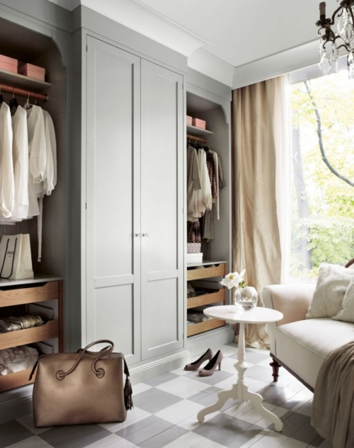 dream dressing room (via Arianna Belle Organized Interiors)