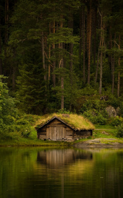 letsbuildahome-fr:  Old Norwegian boat-house. (by Geir Drabløs)