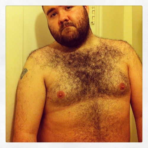 ghettofabulousbitch:  Omg no shirt #trashyfriday #jeeze