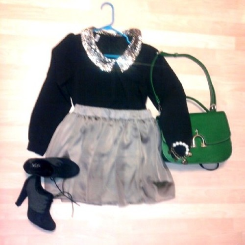 Today's outfit 👗👠 (Patito shirt, DIY Skirt, ShoeDazzle purse, xoxo Botties ) #fashion #outfit #personalStyle #style #myown #DIY #DIYskirt #design #fashionDesigner #Gold #Black #Green #Shoedazzle #xoxo