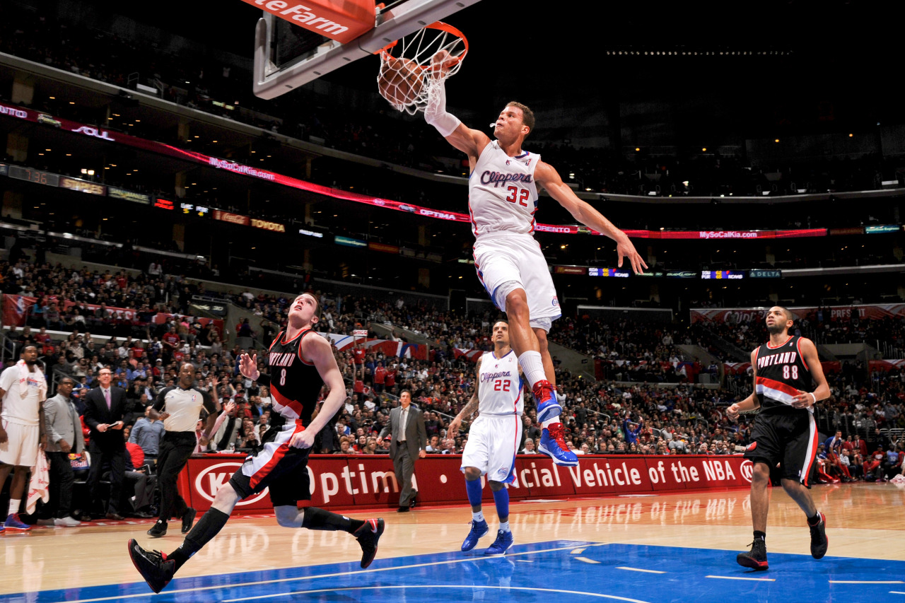 nba:  Blake Griffin #32 of the Los Angeles Clippers dunks against the Portland Trail Blazers at Staples Center on January 27, 2013 in Los Angeles, California. (Photo by Noah Graham/NBAE via Getty Images)