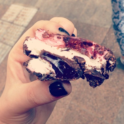 I still can't get over how good this Rocky Road was from the Noosa Chocolate Factory. They've sold out in the Brisbane CBD store but expecting a delivery on Tuesday 😍 #veganfoodporn