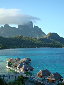 travelingcolors:  Bora Bora | French Polynesia (by Tensaibuta on WikiTravel)