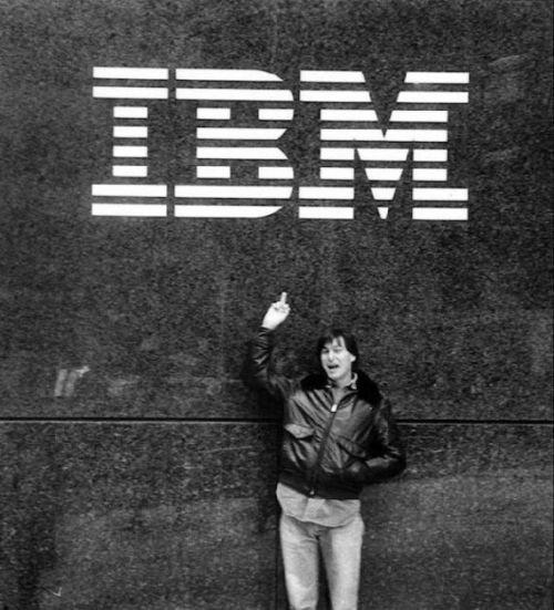 Finger ! Steve Jobs giving IBM the finger in 1983.