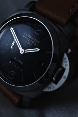 maninpink:  Panerai Luminor | via