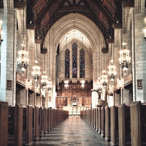 Sanctuary!! ⛪ #church #architecture #chitecture #chicago #vanishingpoint #picfx #lines #igerschicago #snapseed