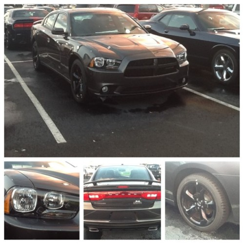 Hurry into Orlando Dodge to drive this new 2013 Dodge Charger #orlandododge #dodge #charger #black #rt #srt #fun #fast #beatsaudio  #race #speed  (at Orlando Dodge Chrysler Jeep)