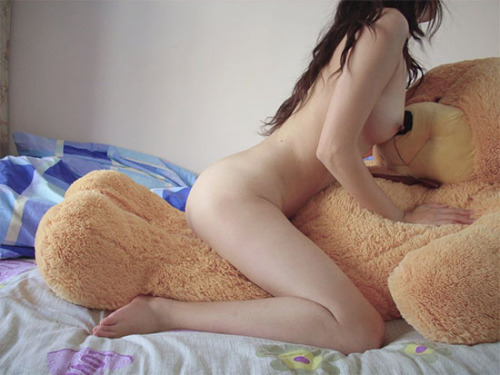 dom-wolf:  Be good to yout stuffie, baby girl.