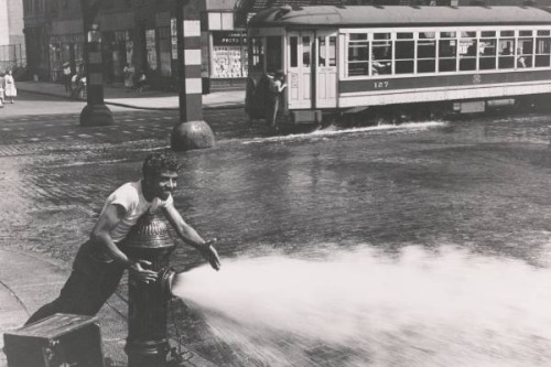cavetocanvas:  Helen Levitt, Untitled (Boy at an open fire hydrant), 1942