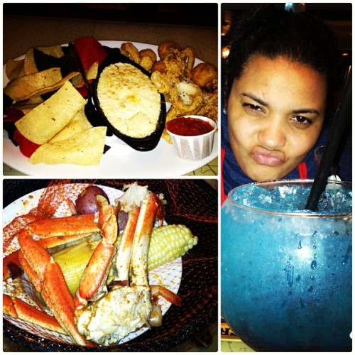 😍 @sexychulaa4eva #crab #dip #chips #seafood #food #cocktail (at Joe's Crab Shack)