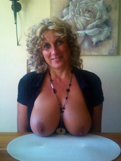 thickmilkshake:  Who wants more of  this sexy mature???