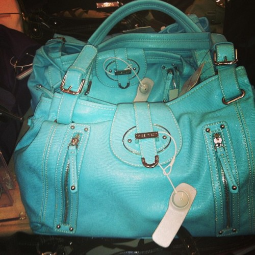 Fell in love with this bag. It will be mine. #ninewest #favoritecolor