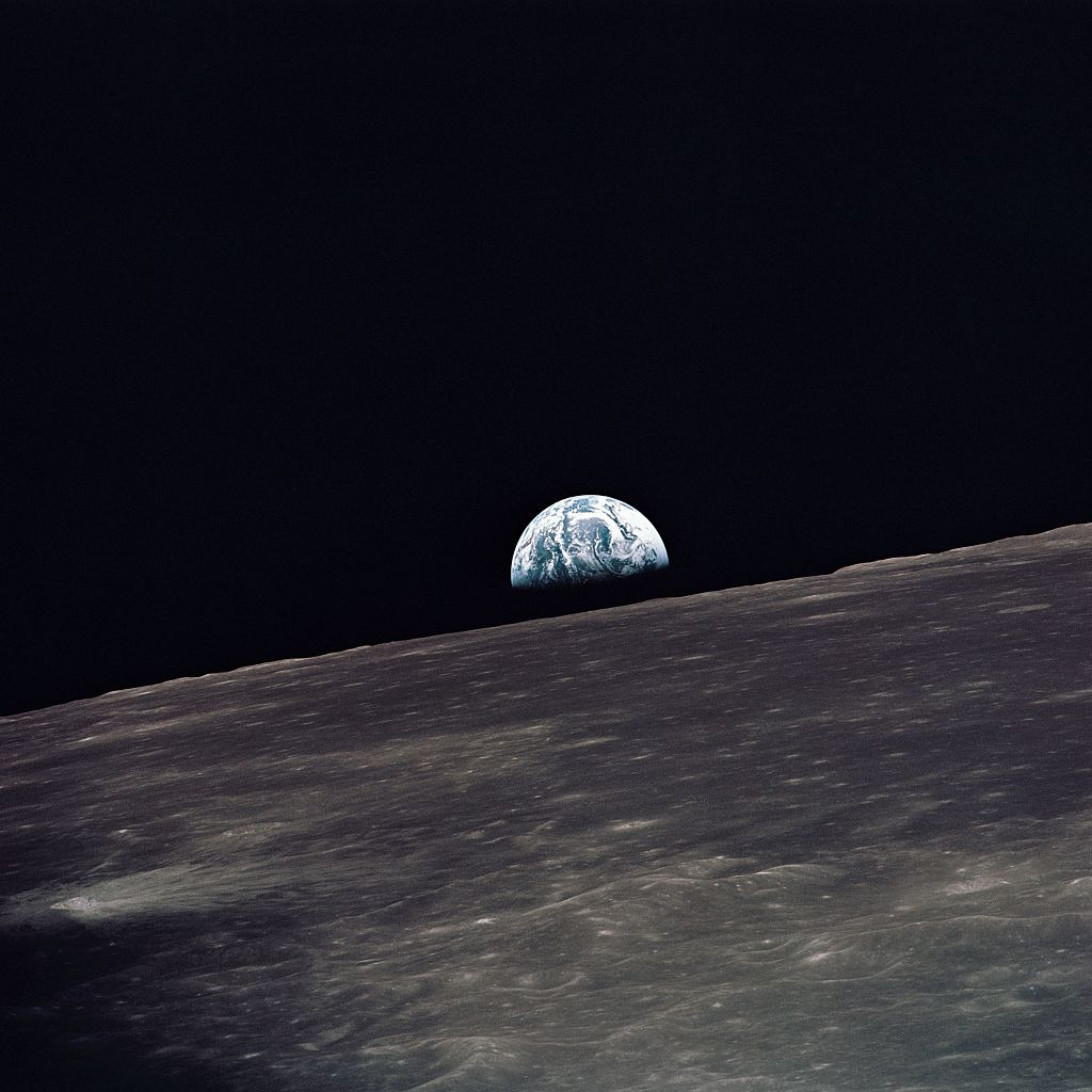 crookedindifference:  Earthrise