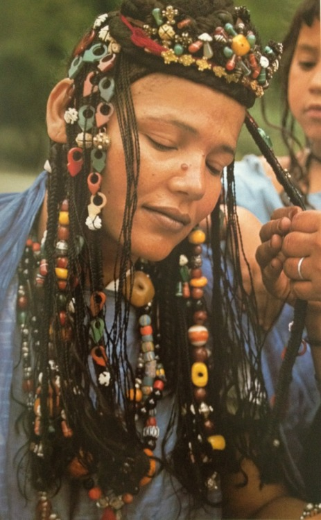 yagazieemezi:  Hair decoration is beloved by Mauritanian women. This fantastic example is out of Angela Fisher's Africa Adorned book. Here her plaits are embellished with pendants, carved shell discs, triangular tailsmen, glass beads, carnelian and amber beads.