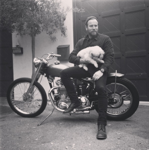 menandtheirdogs:  blackcloud-deathshroud:  Ewan McGregor is a dude!  Baron speed shop Triumph build via Dice Magazine  I love Ewan and his little FRD. (Fluffy Rescue Dog.)