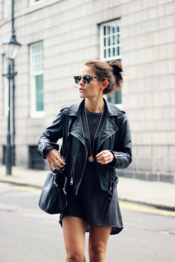 asinglemomentintime:  n—y—c:  justthedesign:  Amy Spencer is wearing an oversized jumper from H&M and a leather jacket from All Saints  i follow back similar blogs xx