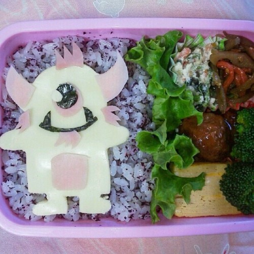 "spankystokes:  Hungry??? Check out this amazing ""Stroll"" bento box that @flatbonnie 's cousin in Japan made… so good, soooo delicious!!! #spankystokes #spankystroll #stroll #bentobox"