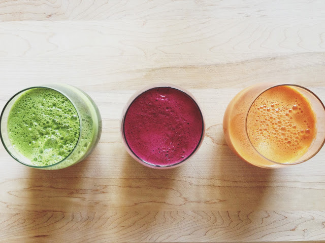 fruitandtea:  Juices To Crave Here are three juices that you can make with your juicer or blender. To make with a blender, blend the ingredients as you would to make a smoothie.You may have to add water to thin out the consistency in order for everything to blend well. Once smooth, carefully strain the blend through a fine mesh strainer into a wide-mouth cup or jar. Green Lemonade 5-6 stalks of kale 1 inch bunch of parsley 1 inch bunch of wheatgrass (or 2 tsp wheatgrass powder) 1/2 cucumber 1 gala apple juice from one lemon Beet Lemonade 1 large (or 2 small) red beets 5-6 stalks of kale 1 inch bunch of parsley 1 inch bunch of wheatgrass (or 2 tsp wheatgrass powder) 1/2 cucumber 1 gala apple juice from one lemon Tangerine Dream 3-4 small tangerines, peeled 1 1/2 cups chopped carrots 1/2 inch piece of fresh ginger