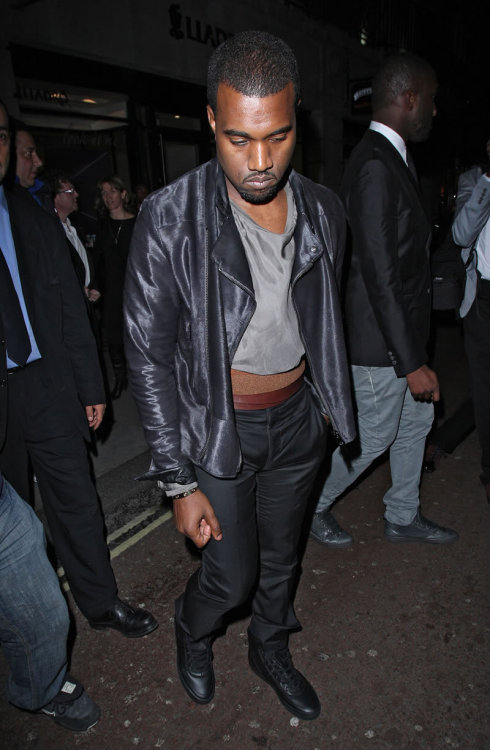 Kanye West steps out in a bold fashion statement and we have to say that this is definitely a candidate for the #HOTMESSEXPRESS train!!
