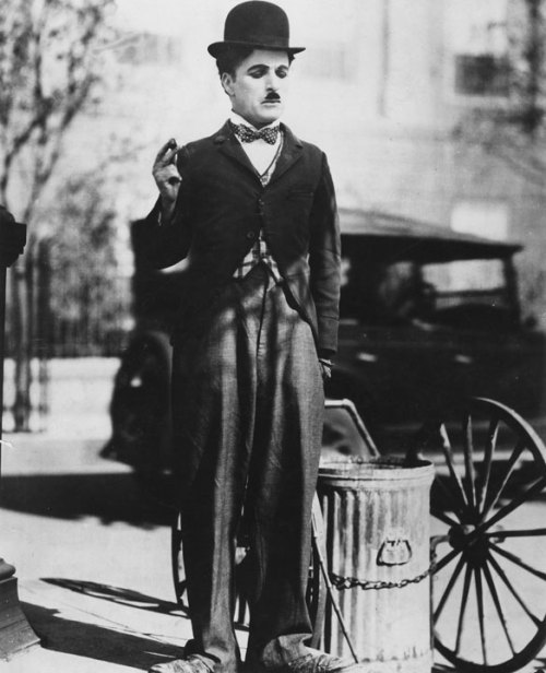 fuckyeahchaplin:  fuckyeahchaplin: Charlie in City Lights c.1931 Happy Birthday Charlie  (16 April 1889 – 25 December 1977)