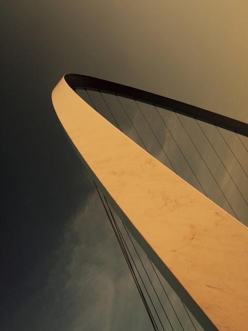 unrequitedattraction:  Millenium Bridge (by mint ginger)