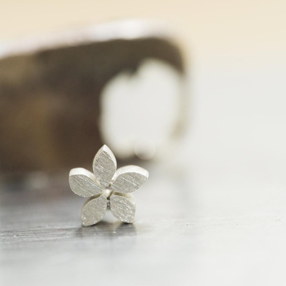 お花の形に切り取ったシルバー オーダーメイドのベビーリング