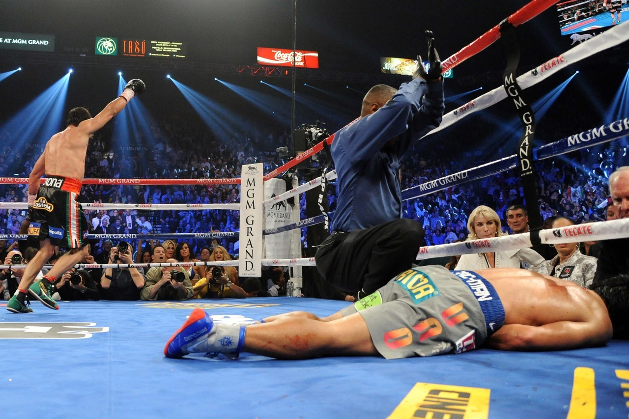 WOW! Marquez KOs Pacquiao in the 6th round.