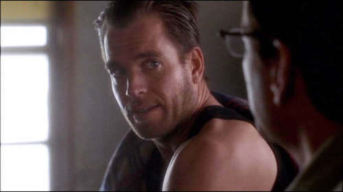 "NCIS S02E10 ""Chained"" I can't leave it alone, it's a scruffed Tony… he does things to me looking like that"