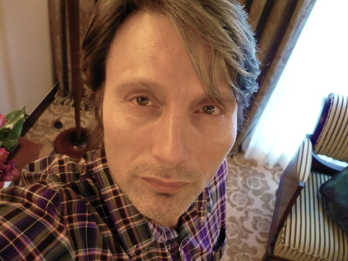 madsturbating:  Mads taking selfies  OMG