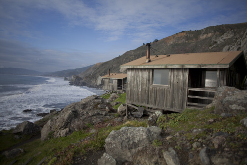 cabinporn:  Steep Ravine cabins in Stinson Beach, California. Submitted by Lacey Bediz.  Pretty! I've slept in those. Not very comfy but they're cute.