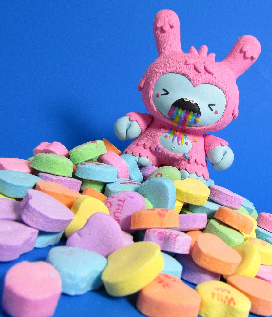 Lovesick Dunny  This custom Dunny by Jenn and Tony Bot is not only adorable and insanely detailed, but it's also puking a goddamn rainbow! If you'd like commission the duo to make a one-off piece for your collection just send an email to thejennbot@gmail.com. Check it: More custom vinyl toys on AlbotasBuy: Blank Kidrobot DIY Munny Figures