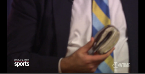 Chris Berman takes the prize in the real-life Costanza wallet challenge. WOW!