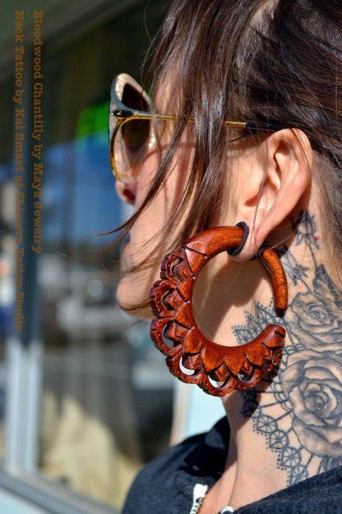 gogovegan:  Find amazing fahncee jewelry like this and more at Way Body Arts in Santa Cruz, CA! Bloodwood Chantilly by Maya Jewelry Neck Tattoo by Kai Smart at Chimera Tattoo Studio & Gallery   I need these.