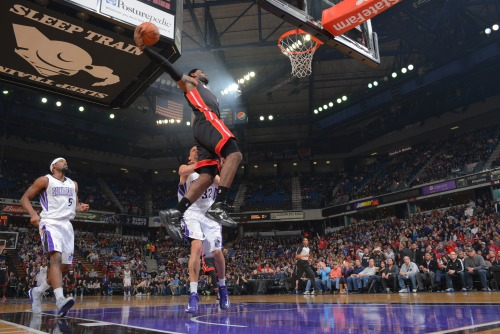 nba:  LeBron James of the Miami Heat dunks the ball against the Sacramento Kings on January 12, 2013 at Sleep Train Arena in Sacramento, California. (Photo by Rocky Widner/NBAE via Getty Images)