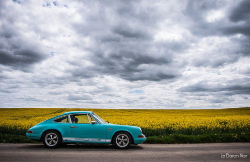 wellisnthatnice:  Porsche 911 SC 1982 Backdate by Le Baron Noir on Flickr.