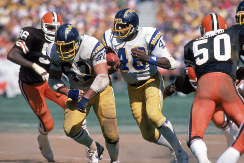 Former Charger Chuck Muncie Dies! Muncie, who was drafted by the New Orleans Saints in 1976, was traded to the Chargers in 1980. He was named to the NFL Pro Bowl three times. Photo: Getty Images Read more: http://www.xtrasports1360.com/articles/xtra-sports-headlines-367617/former-charger-chuck-muncie-dies-11286337/#ixzz2TI6UugHP