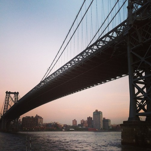 Evening run along the East River… Not as in shape as I thought.. And I didn't assume a lot #williamsburgbridge #eastriver #gethealthy?