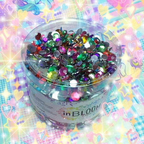 thepinkqueen:  I bought literally 1 pound of gems for my face, hahaha. 💎  h'oh god, the glorious messes I could make with these ♡
