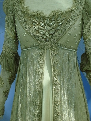 elf-of-lorien:  myviewfromsomewhere:  (via Vintage Fashions - Women / 1800-1815)  gimme