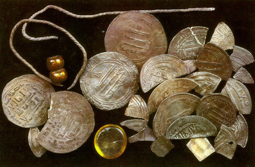 subspecie:  Silver hoard, found in Sweden. The 8th/9th century Arabic coins and Egyptian glass weight indicate intensive trade relations, ultimately with the Orient. Source: http://www.goodreads.com/book/show/5791699-vikingar-p-helg-och-birka