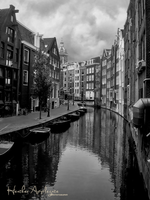lensblr-network:  Amsterdam - Netherlands - Canal Houses Black and WhiteOne of my best sellers. by Heather Applegate  (heatherapplegatephotography.tumblr.com)